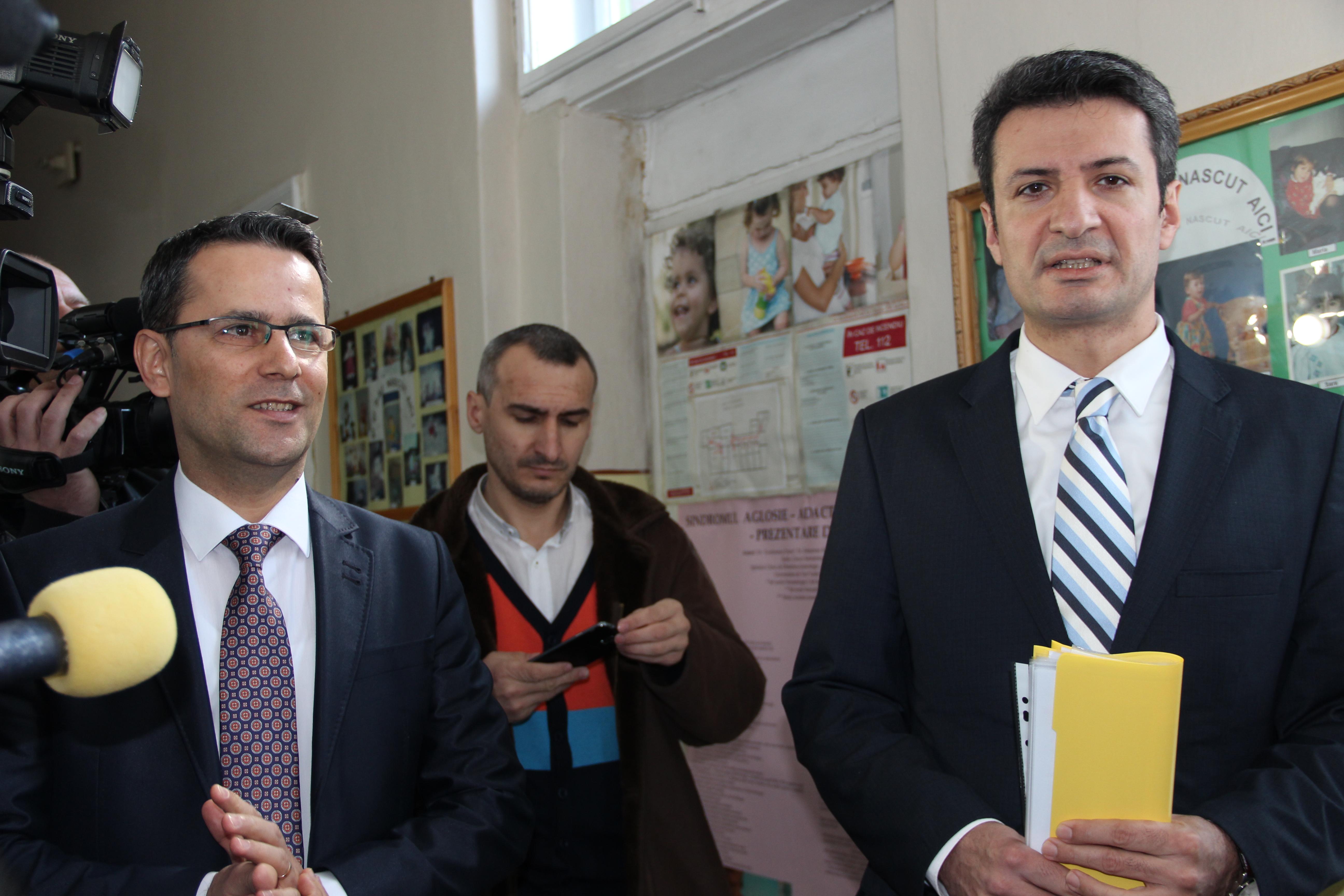 """""""Aradul primeşte de la Ministerul Sănătăţii un RMN şi şapte incubatoare"""""""