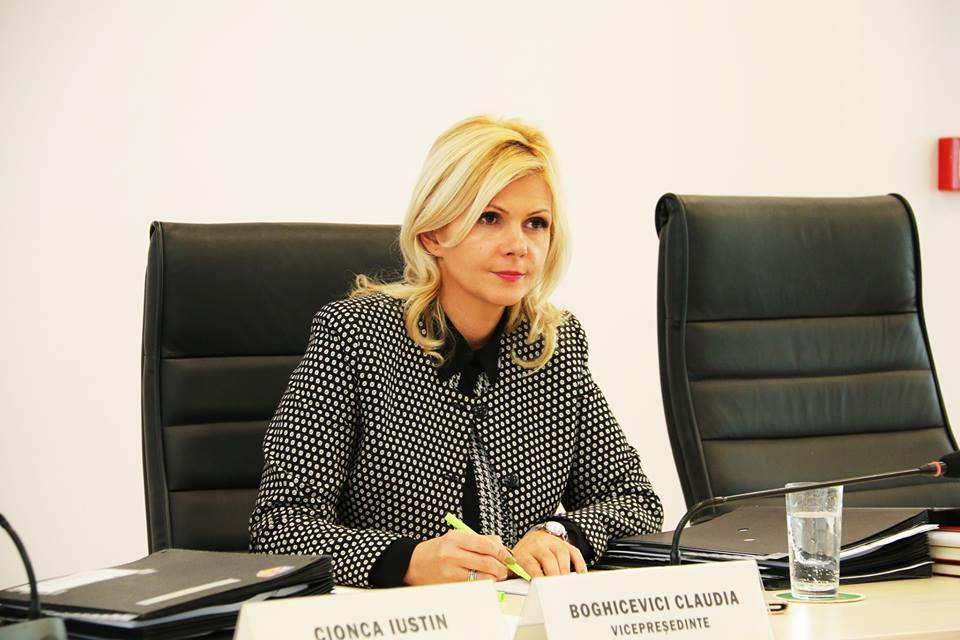 Claudia Boghicevici, vicepreşedinte al Consiliului Judeţean Arad, ne vorbeşte într-un interviu amplu despre planurile administraţiei judeţene. Cu doar câteva zile înainte de momentul în care vom avea o oglindă clară a bugetului Consiliului Judeţean pe anul 2017, vicepreşedintele CJ se arată optimistă privind viitorul Judeţului Arad.