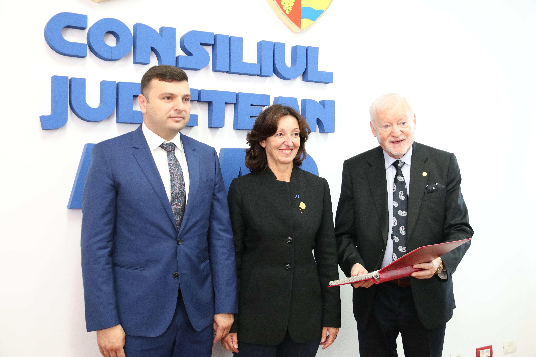 La invitaţia UVVG Arad, prof. univ. dr. Claude Vivier Le Got, preşedinte FEDE, a vizitat Consiliul Judeţean Arad