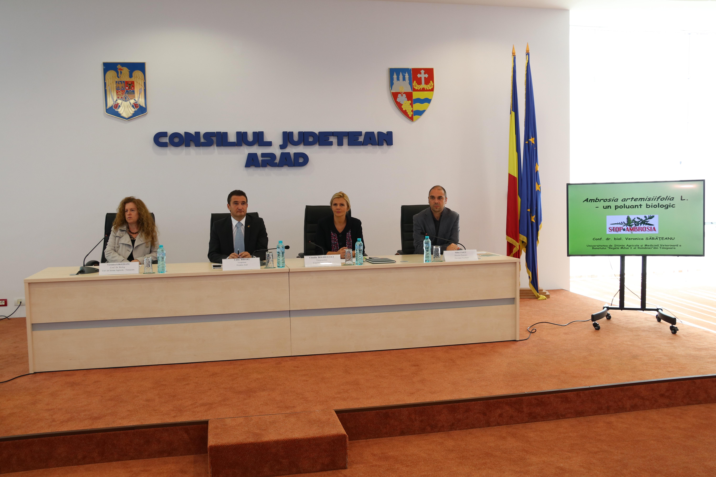 Claudia Boghicevici: Ne implicăm în combaterea ambroziei în judeţul Arad, sunt zeci de mii de arădeni alergici la această plantă!