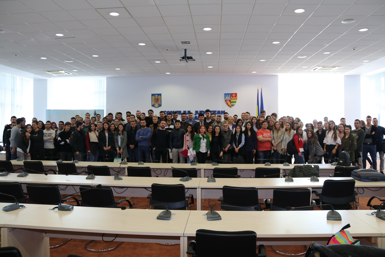 """Preşedintele Cionca şi vicepreşedintele Bîlcea s-au întâlnit cu o sută de studenţi de la Universitatea de Vest """"Vasile Goldiş"""" Arad"""