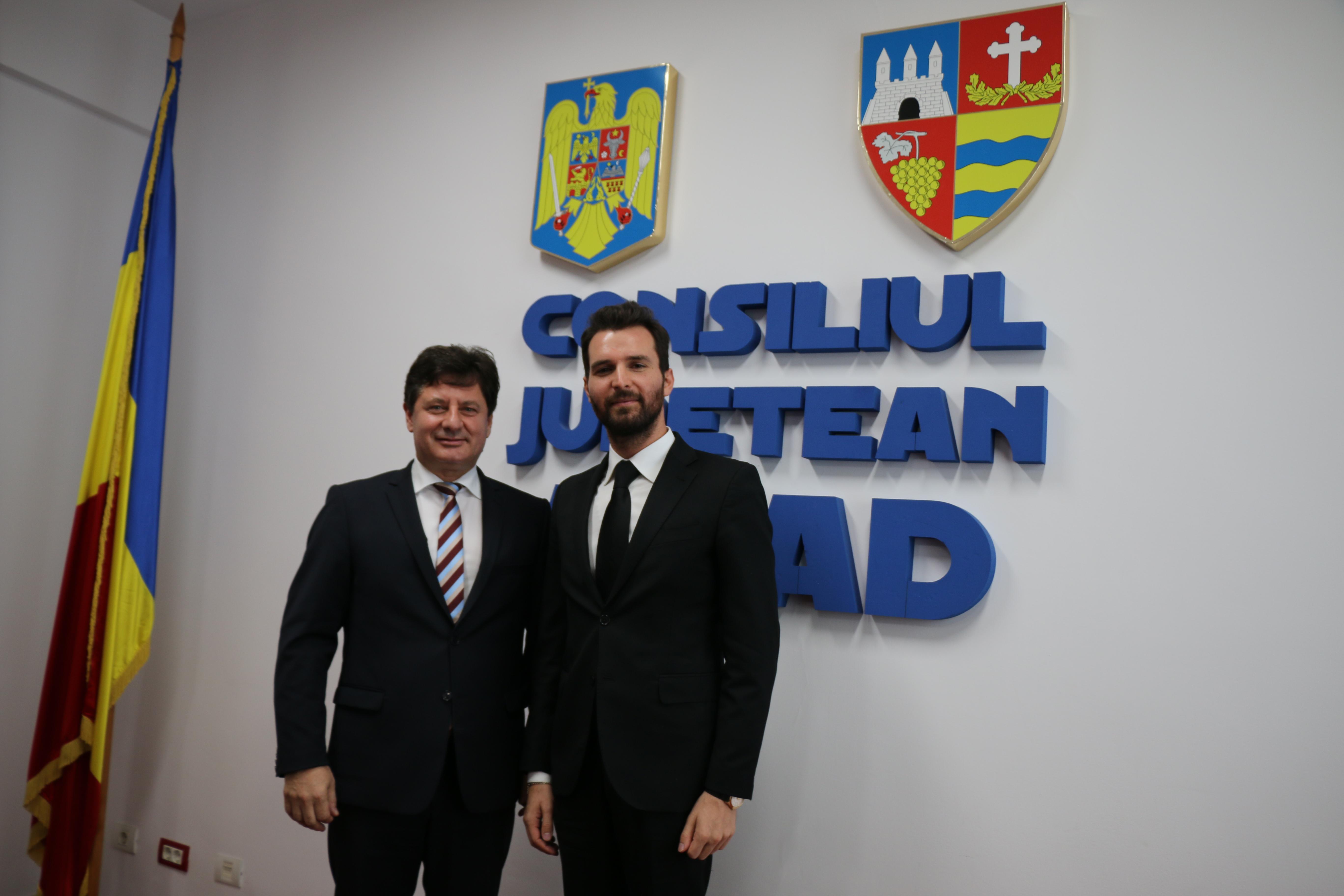 Un producător de la Hollywood, oaspetele Consiliului Judeţean Arad