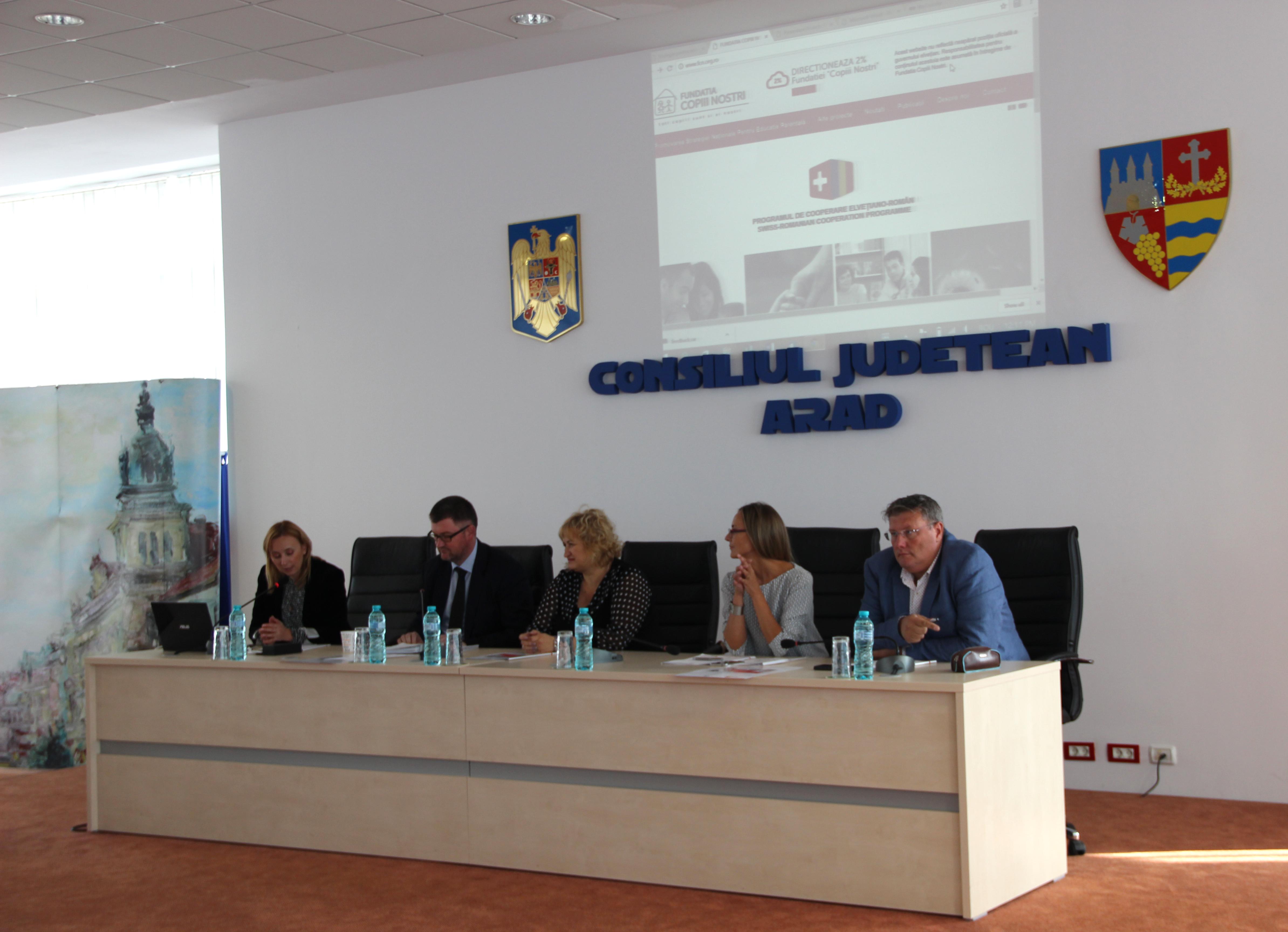 Aradul se implică în dezbaterea strategiei naţionale de educaţie parentală