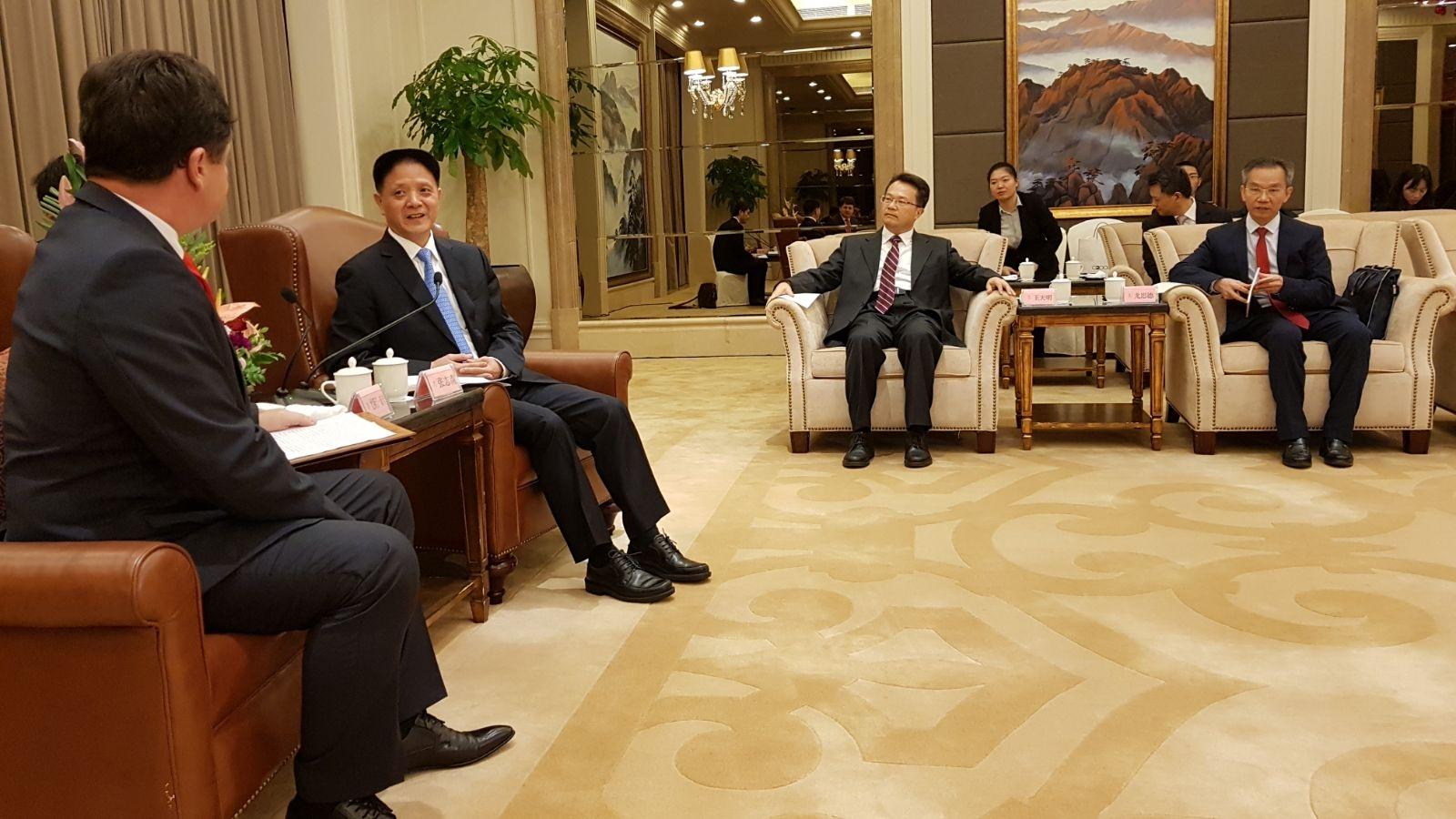 Aeroportul, spitalul şi investiţiile, pe agenda discuţiilor din China a lui Iustin Cionca, preşedintele Consiliului Judeţean Arad!