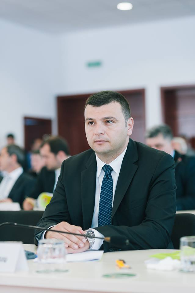 """Sergiu Bîlcea, vicepreşedinte al Consiliului Judeţean Arad: """"7 milioane de lei pentru drumul Sintea Mare - Şepreuş"""""""
