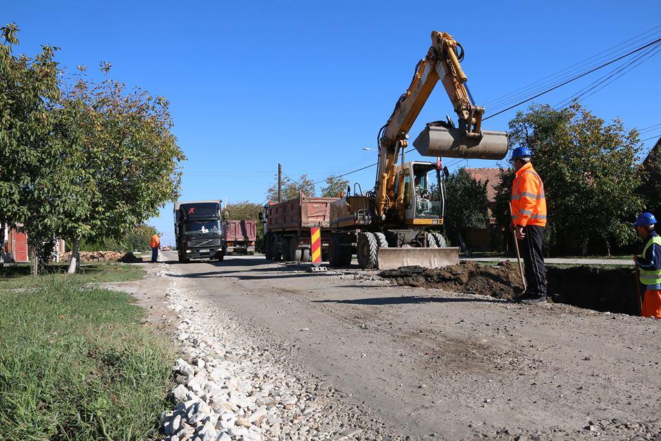 Ca urmare a unor informații apărute în spațiul public, referitoare la lucrările efectuate pe drumul județean Pâncota-Seleuș (DJ 709, km 33+700-39+200), Consiliul Județean dorește să aducă unele precizări: