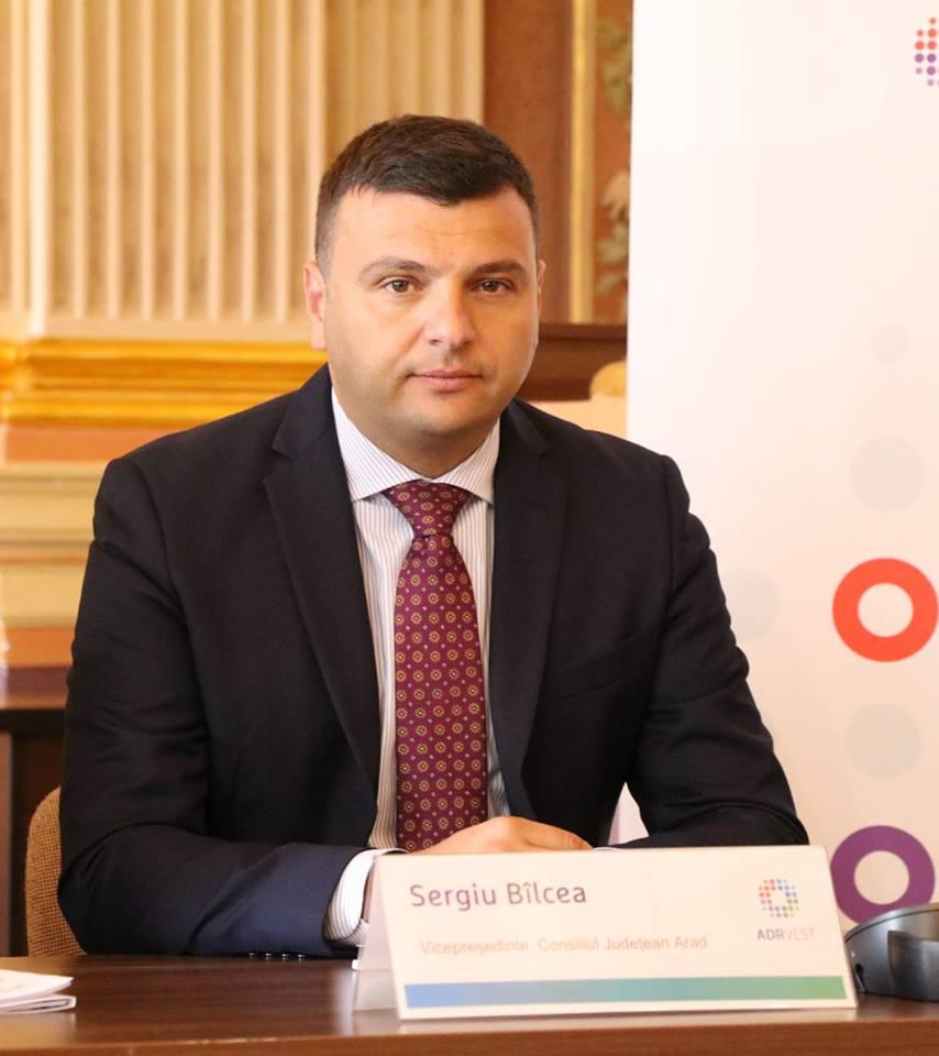 """Sergiu Bîlcea, vicepreședinte al Consiliului Județean Arad: """"Am semnat încă un contract pentru modernizarea drumurilor județene!"""""""