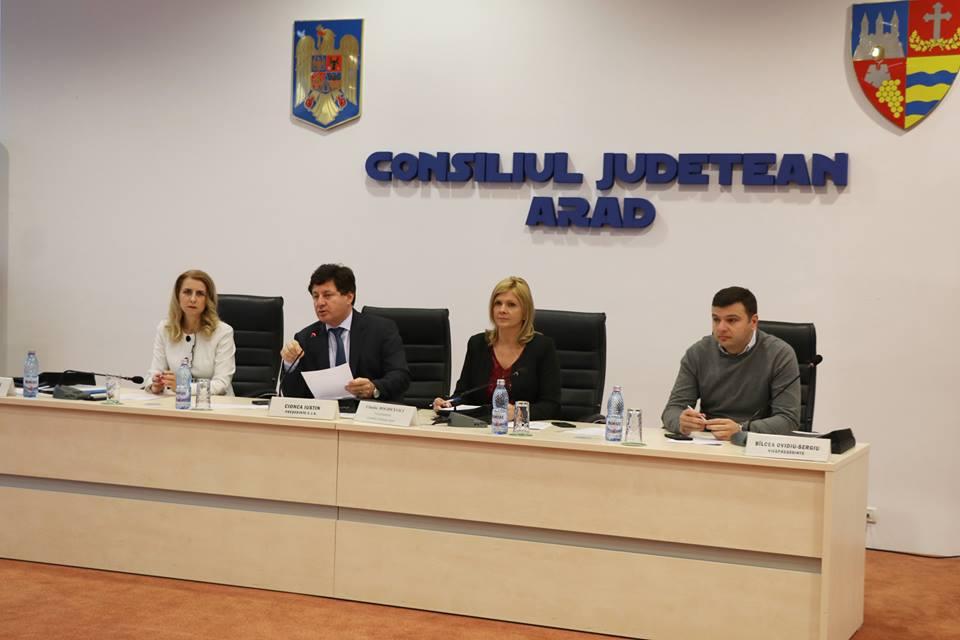 În numai două zile de la rectificarea bugetară primită de Consiliul Județean, conducerea instituției a organizat astăzi o ședință extraordinară de consiliu pentru distribuirea sumelor către primăriile din județ.