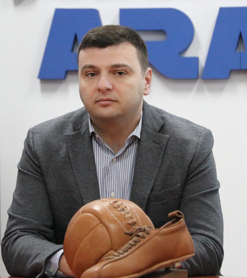"""Sergiu Bîlcea, vicepreședinte al Consiliului Județean Arad : """"Fotbalul face parte din identitatea Aradului"""""""