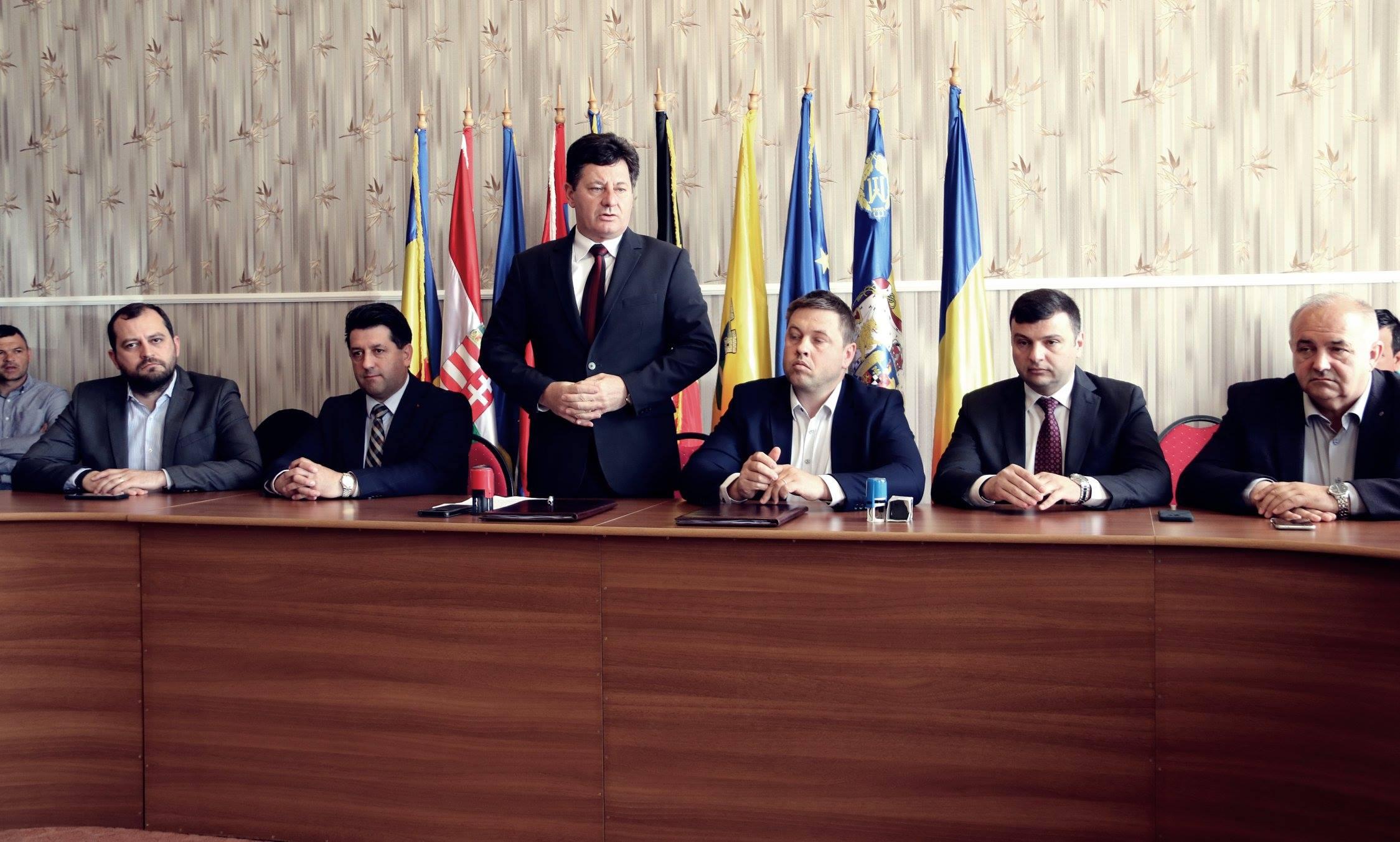 """Iustin Cionca: ,,Am semnat contractul pentru  drumul județean Grăniceri – Pilu!"""""""