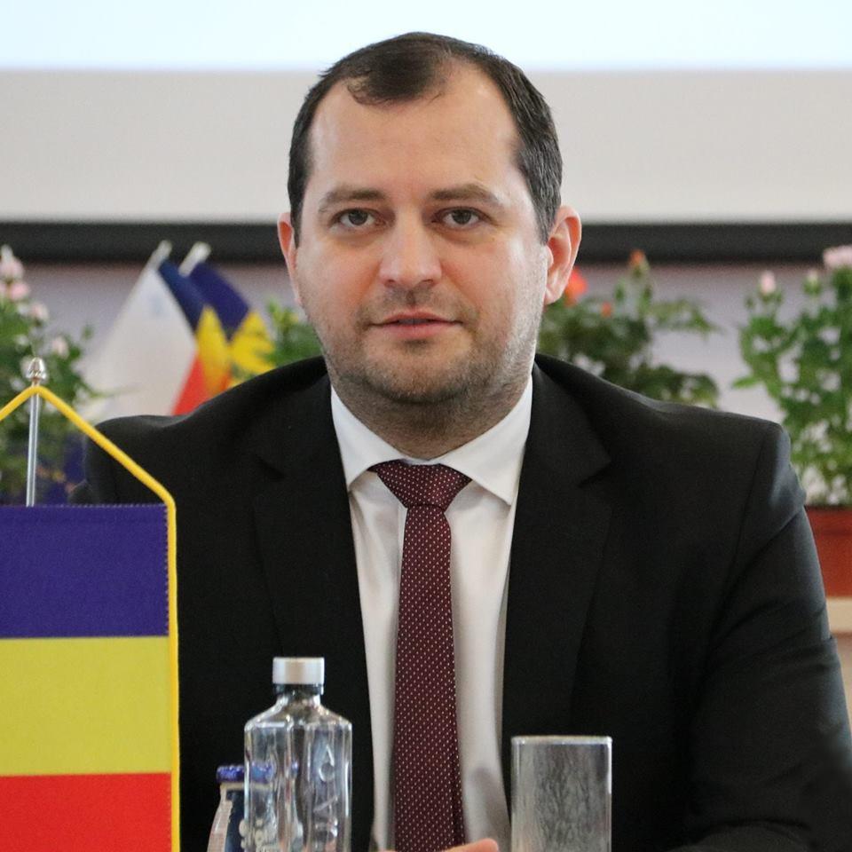 """Răzvan Cadar, vicepreşedinte al Consiliului Judeţean Arad: """"Dezvoltăm un parteneriat strategic cu judeţul Bekes"""""""