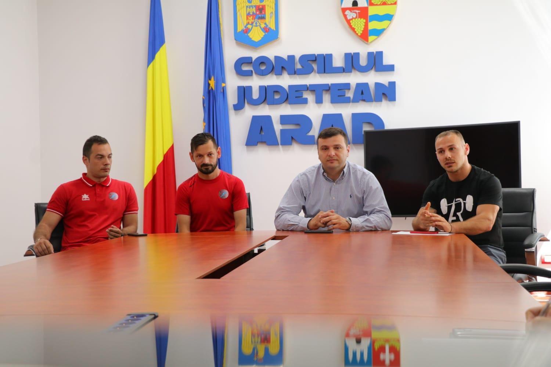 """Sergiu Bîlcea: """"Continuăm proiectele cu tinerii Aradului!"""""""