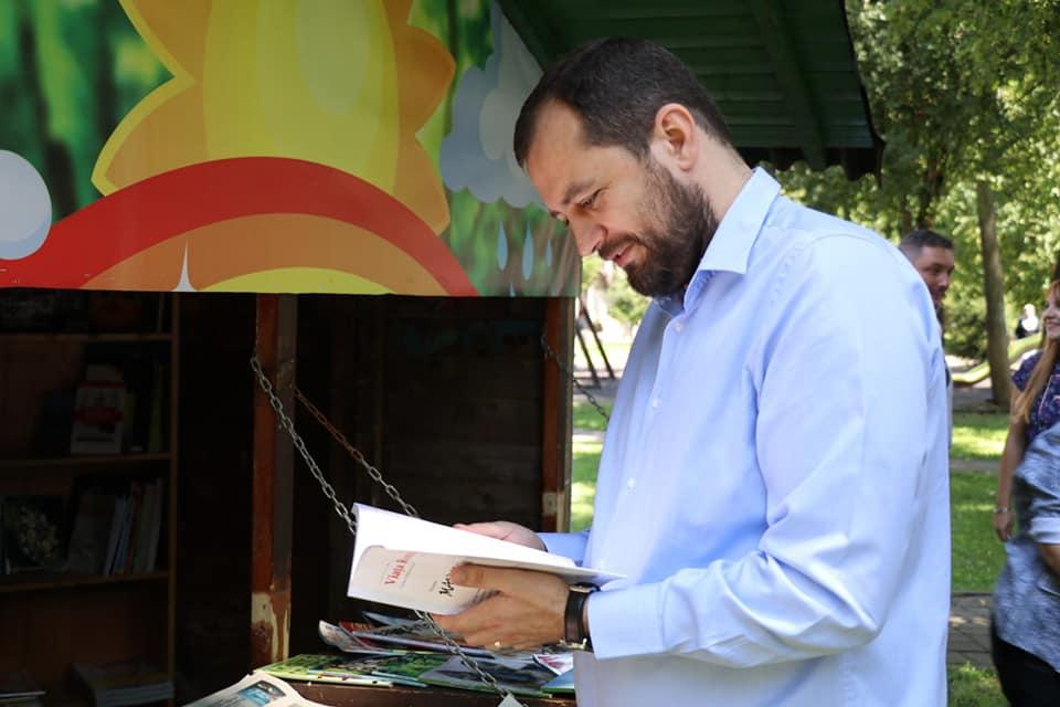 """Răzvan Cadar: """"Dublăm locurile de lectură din parcurile arădene"""""""