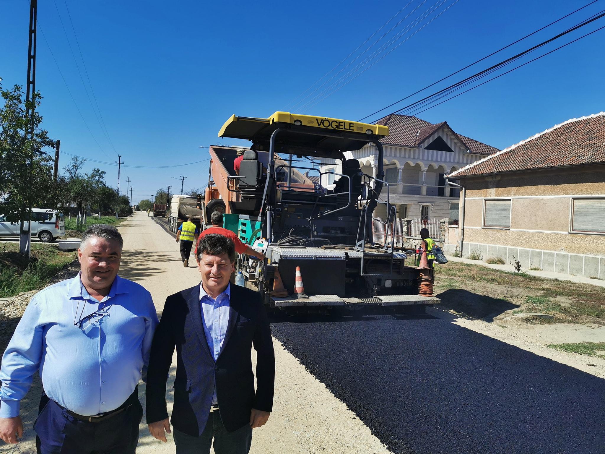 """Iustin Cionca: ,,Asfaltăm drumul Nădab-Seleuș în ritm intens"""""""