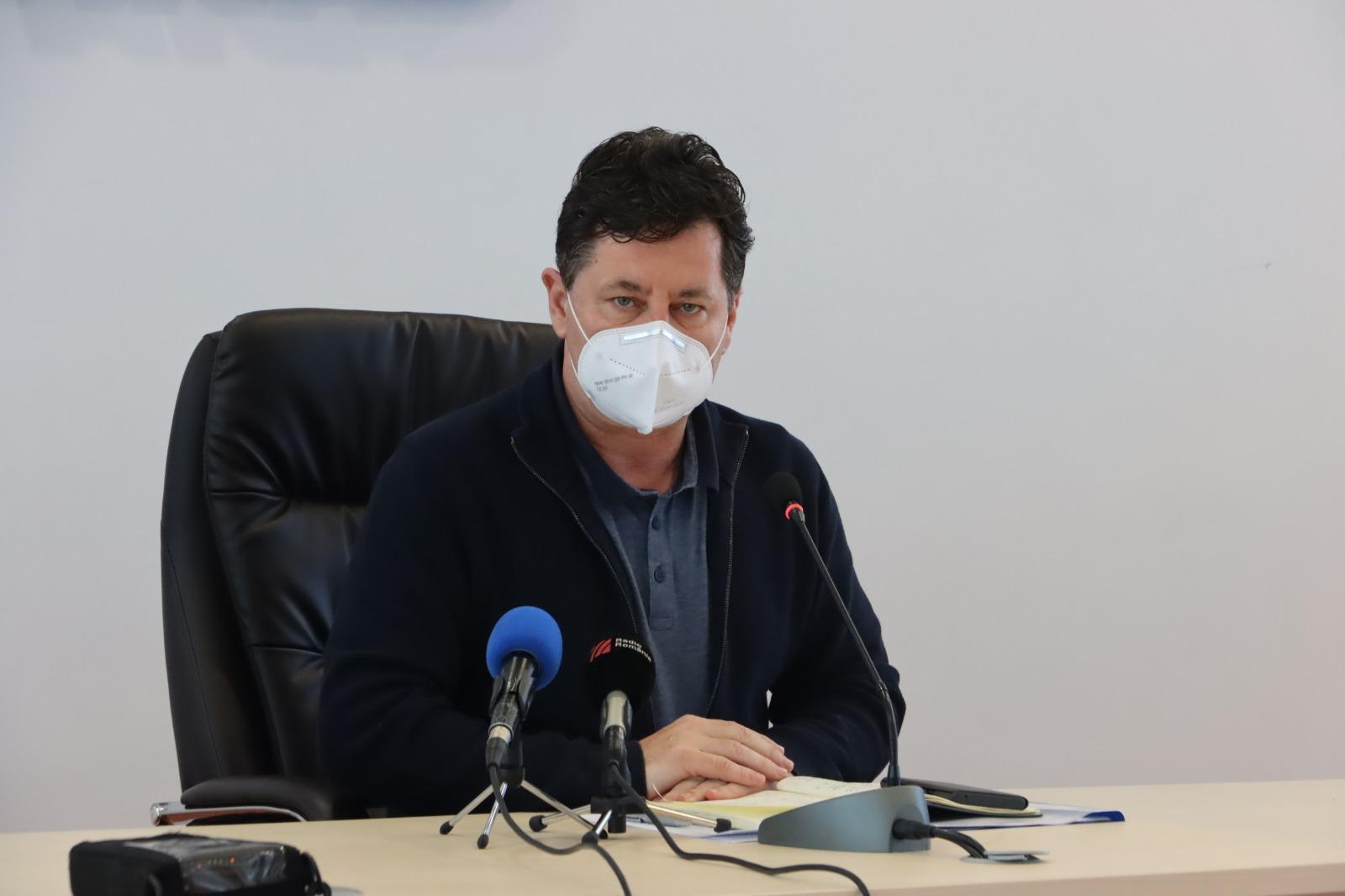 În cadrul unei coferințe de presă care a avut loc astăzi la sediul Consiliului  Județean Arad, președintele instituției, Iustin Cionca, a subliniat faptul că la ora aceasta Spitalul Clinic Județean de Urgență Arad are asigurat necesarul de materiale de protecție și medicamente pentru combaterea pandemiei Covid-19.