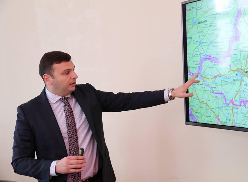 Sergiu Bîlcea: Asfalt nou de la Arad la Horia, până la finalul lunii
